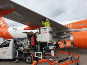 DH-VZK используется для заправки самолетов